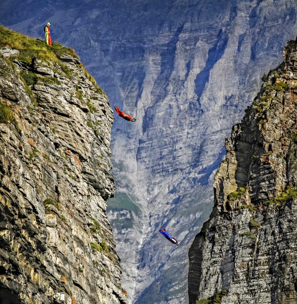 Felix Lorentzen, Anton Andersson and Jokke Sommer exits the cliff Bussalp in the Swiss Alps. Photo: Jørn H. Moen / Dagbladet