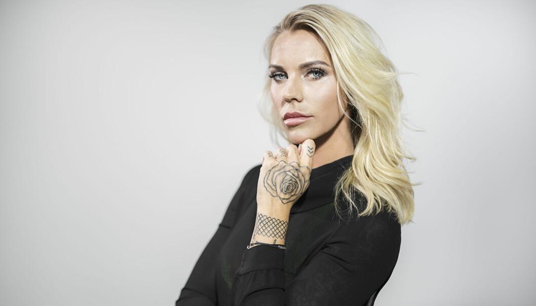 TREBARNSMOR: Maria Erken Høili har tre barn fra et tidligere forhold. Til KK sier hun at hun lærer barna opp til at de må gjøre seg fortjent til å få ting - ved å være behandle hverandre med respekt, ta hensyn og hjelpe hverandre. Foto: Viafree