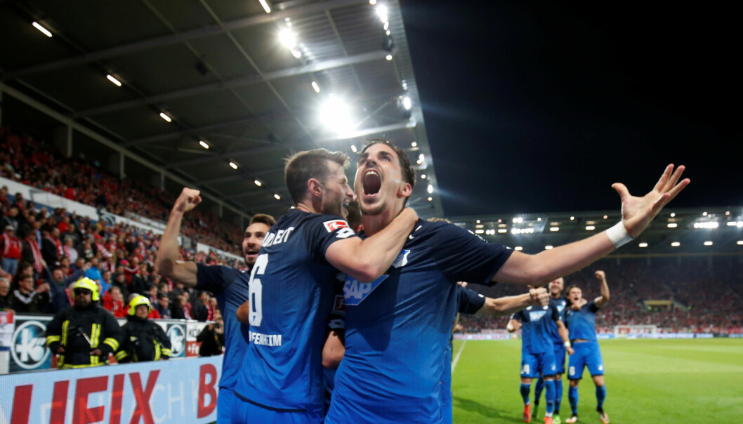 <strong>JUBEL:</strong> Nordtveit feirer 3-2 målet i Hoffenheims imponerende snuoperasjon. Foto: REUTERS/Ralph Orlowski