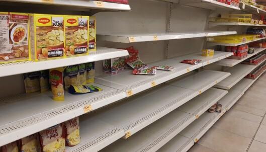 <strong>TOMT:</strong> Nærmest tomt i hyllene hos de få butikkene som er åpne i Mexico. Foto: Privat