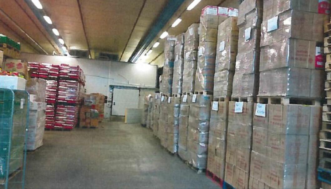 STABEL PÅ STABEL: Takket være Mattilsynets aksjon fikk man stanset illegale matvarer for salg i Oslo. Foto: Mattilsynet/Politietbbb
