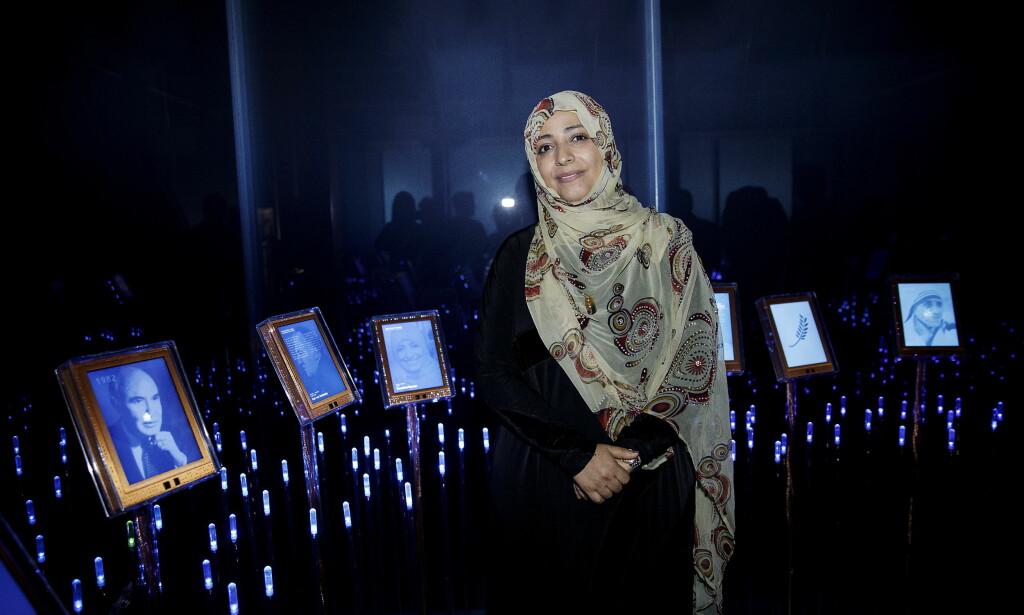 PÅ OSLO-TUR: Jemens fredsprisvinner Tawakkol Karman var denne uka i Norge og i Nobels hage, i regi av Nobels fredssenter. - Ikke glem Jemen, Syria og alle de andre landene hvor sivile lider. Verden og Norge må våkne, og jobbe for å redde menneskeheten, er hennes bønn. Foto: Nina Hansen