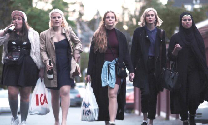 STERK FEMKLØVER: Chris (Ina Svenningsdal), Vilde (Ulrikke Falch), Eva (Lisa Teige), Noora (Josefine Frida Pettersen) og Sana (Iman Meskini) satte dagsorden i Skam. Foto: NRK