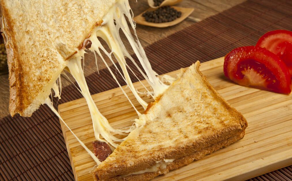 <strong>Ostesmørbrød:</strong> - Jeg elsker ost. Og hvis det er en ting jeg liker enda bedre enn det, så er det smeltet ost, skriver Eirik Alver. Foto: Shutterstock / NTB Scanpix