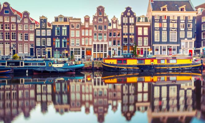 <strong>KANALENES BY:</strong> Amsterdam har hele 165 kanaler du kan oppleve med en romantisk båttur. Foto: NTB Scanpix
