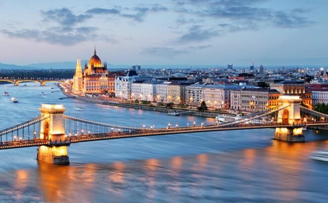 <strong>MULIGHETENES BY:</strong> Budapest tilbyr noe til enhver; shopping, sightseeing og naturlige varmekilder. Foto: NTB Scanpix