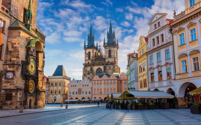 <strong>TURISTFAVORITT:</strong> ... og det med god grunn! Praha har enkelt og greit alt du trenger på en storbyferie. Foto: NTB Scanpix
