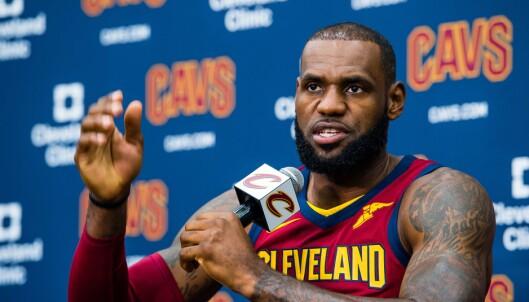 TYDELIG TALE: Basketballstjerna Lebron James har flere ganger brukt sporten for å få fram sin politiske holdning. FOTO:.  Jason Miller/Getty Images/AFP
