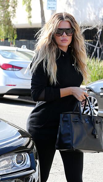 SKJULER MAGEN?: Khloé Kardashian avbildet 21. september. Ifølge Us Weekly er hun fire måneder på vei.