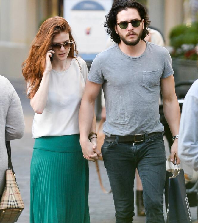 HÅND I HÅND: Her er Rose og Kit på shopping i Los Angeles i januar i fjor. Foto: NTB Scanpix.
