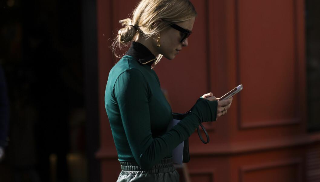 FLYTT BLIKKET: Tenk på at du ikke skal kikke så mye ned i telefonen. Foto: Scanpix