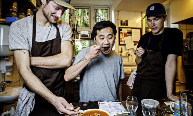 <strong>SUPPE:</strong> Pascal Lehmann, Björn Svensson og Daniel Hasvold Jung i aksjon på kjøkkenet på Galt.