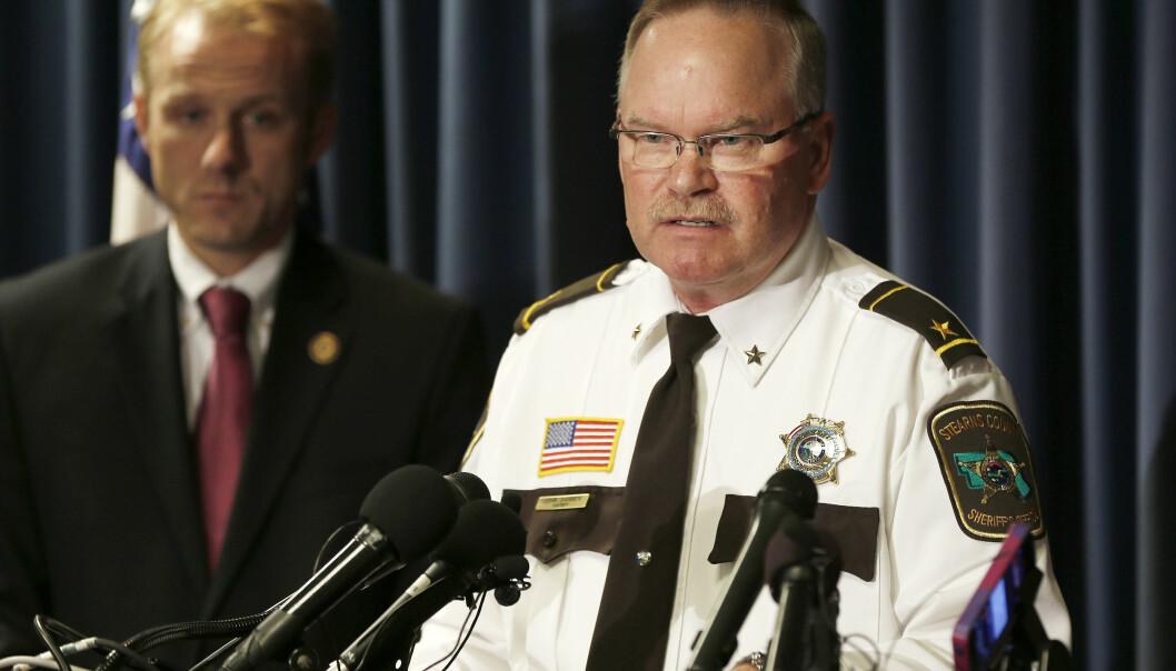 <strong>POLITIET SVIKTET:</strong> Sheriff John Sanner fotografert under en pressekonferanse i 2015 i forbindelse med arrestasjonen av Danny Heinrich. Foto: NTB Scanpix