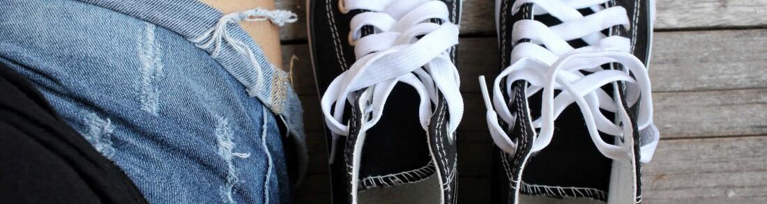UBEHAGELIG: Det er sjelden gøy å ta av seg skoene og merke en skikkelig vond lukt – for så å innse at det er din egen tåfis. FOTO: Fotolia