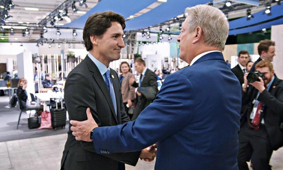KLIMAKAMERATER: I hans nye film får vi blant annet være med når tidligere visepresident og Nobelprisvinner Al Gore treffer på den kanadiske statsministeren Justin Trudeau under klimatoppmøtet i Paris. Foto: Paramount / NTB scanpix