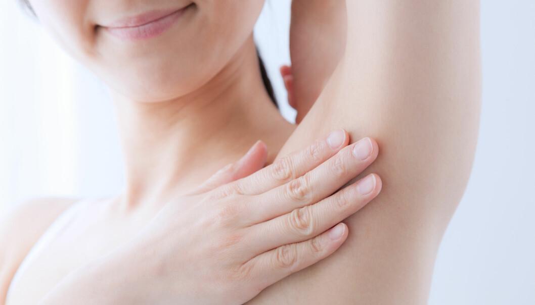 DEODORANT: Flere sverger til krystalldeodorant fordi den skal være snillere mot kroppen enn vanlige deodoranter, men alle er ikke overbevist. Foto: NTB Scanpix