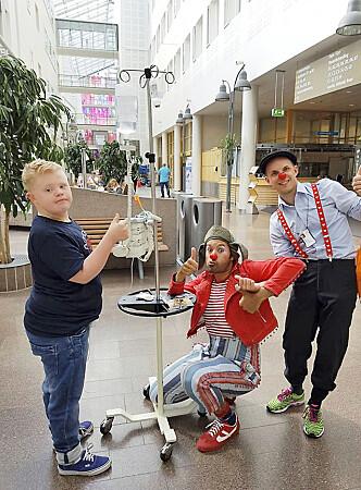 GODE VENNER: Martin elsker å være sammen med sine venner Sykehusklovnene Foto: Privat