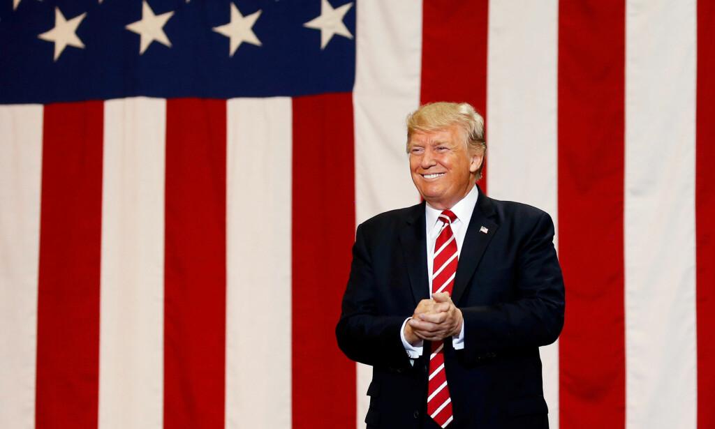 NY BOK MED DETALJER: Ifølge boka til Fox News-journalisten Howard Kurtz, har USAs president Donald Trump fått et kallenavn av sine rådgivere som følge av at han ikke hører på rådene han får. Foto: NTB scanpix