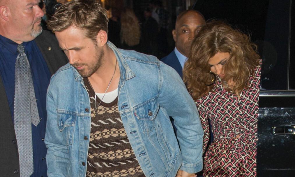 PÅ FEST: Ryan Gosling og Eva Mendes viste seg sammen da de ankom SNL-festen i New York lørdag. Foto: NTB Scanpix