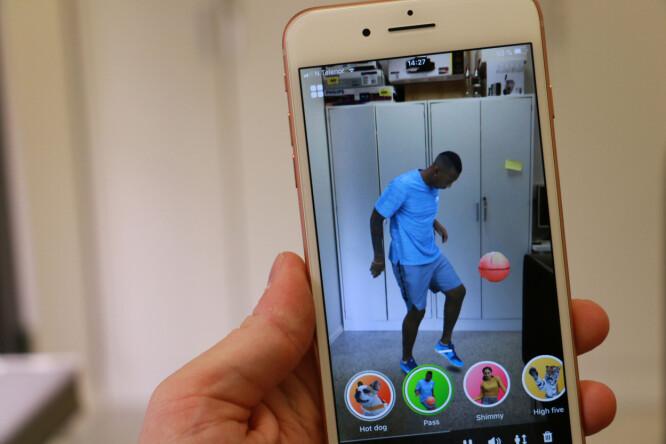 <strong>ET SKRED AV NYE APPER:</strong> I iOS 11 har Apple introdusert ARkit, som lar utviklere leke seg med virtuelle objekter i den virkelige verdenen. Foto: Pål Joakim Pollen