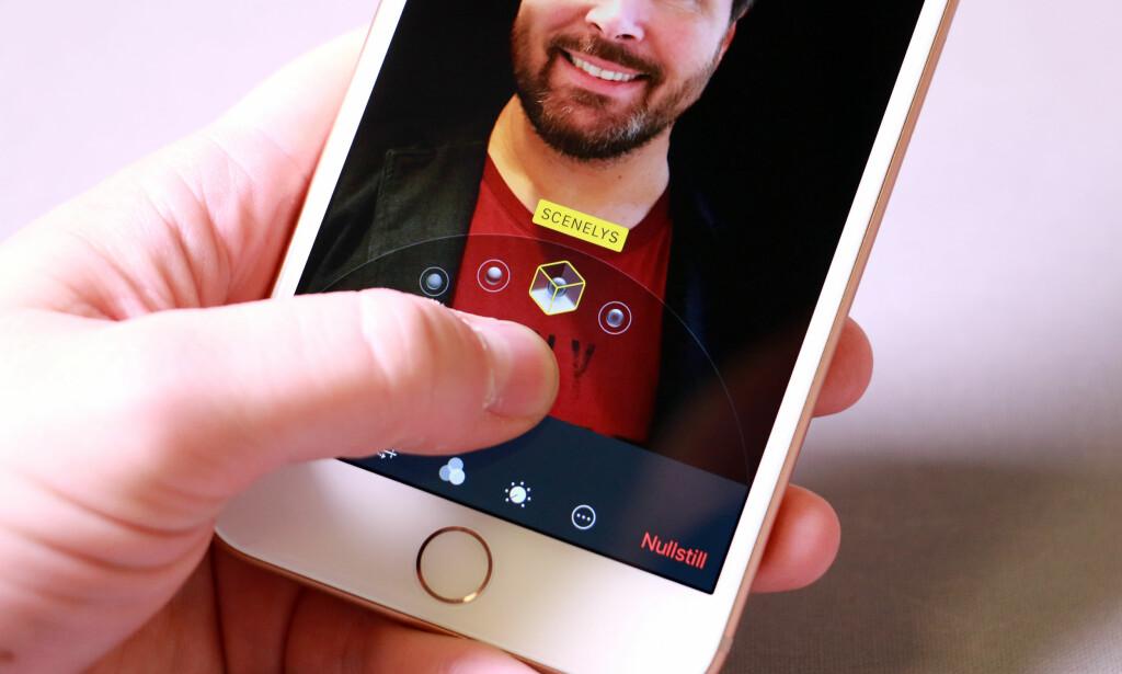 ENDRE LYSET: Med den kraftige A11 Bionic-prosessoren kan du i etterkant påføre portrettbilder kunstig belysning. Bildet av Bjørn Eirik er egentlig tatt i kontorlandskapet på jobben. Foto: Pål Joakim Pollen