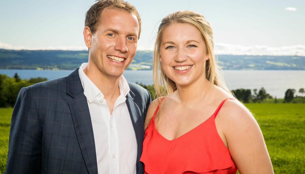 <strong>ROMANTISK:</strong> Trine Maaø Sverkmo synes det var romantisk i badestampen sammen med Ingvar og de andre frierne. Foto: TV 2