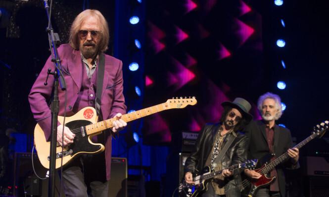 <strong>LEGENDE:</strong> Tom Petty er for mange en legende innen musikken. Søndag kveld ble han funnet bevisstløs. Foto: Invision