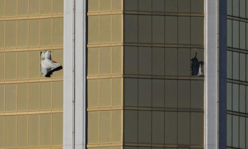 image: Politiet brukte 72 minutter på å finne skytterens rom. Der skal de ha funnet nesten 20 våpen