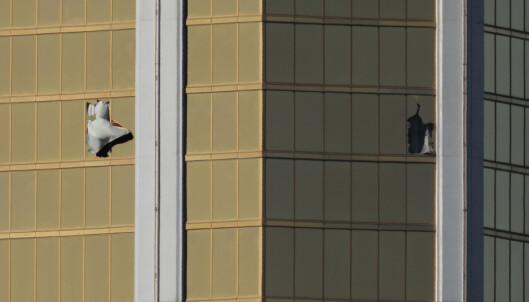 Politiet brukte 72 minutter på å finne skytterens rom. Der skal de ha funnet nesten 20 våpen