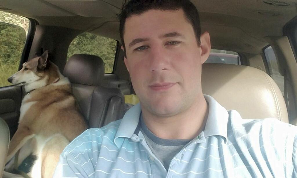 DREPT: Adrian Murfitt døde i bestevennens armer. De to vennene hadde dratt fra Anchorage i Alaska for å få med seg countryfestivaen. Foto: Avonna Murfitt via AP / NTB scanpix