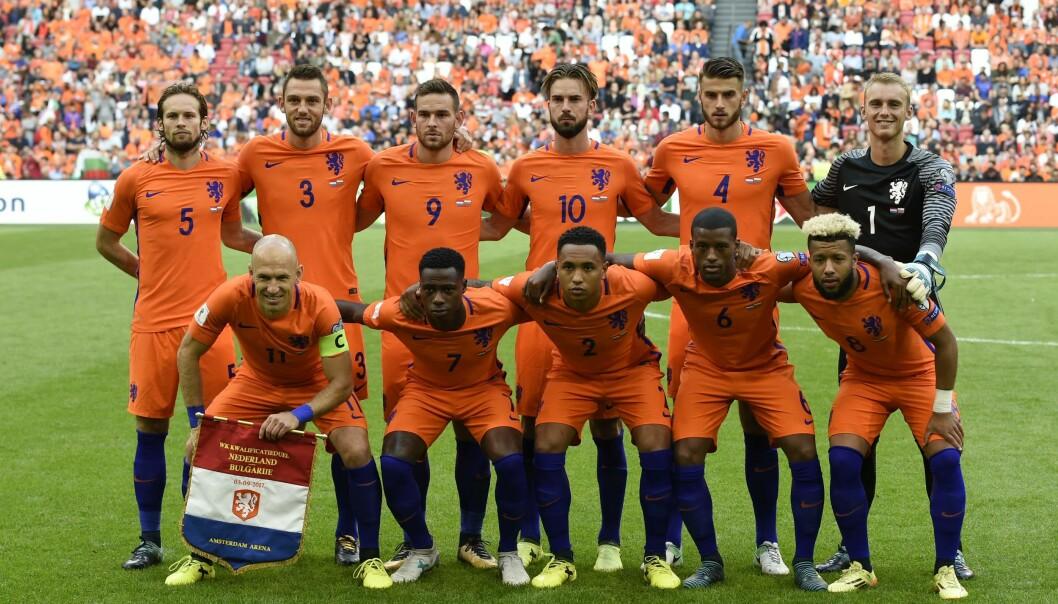<strong>LIGGER TYNT AN:</strong> Nederland er blant lagene som spiller med kniven på strupen og får en tøff kamp for avansement til fotball-VM i Russland i 2018. AFP PHOTO / JOHN THYS
