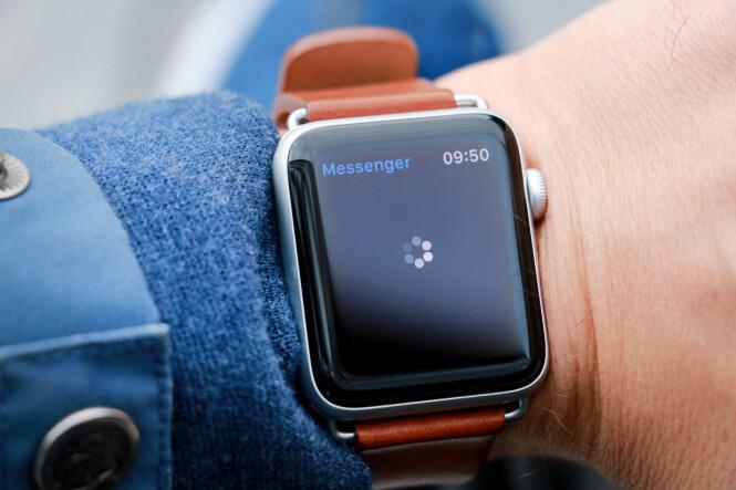 <strong>HENGER:</strong> Her har Facebooks Messenger-app hengt seg igjen. Apple Watch har det beste utvalget av apper på håndleddet, men ikke alt fungerer alltid. Foto: Ole Petter Baugerød Stokke
