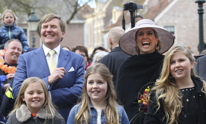 FIN FAMILIE: Kong Willem-Alexander og dronning Máxima av Nederland med barna Ariane, Alexia og Catharina-Amalia. Foto: NTB Scanpix