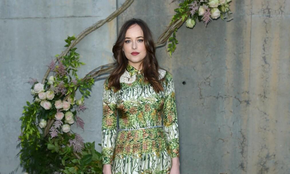 DAKOTA JOHNSON: Skuespilleren er stadig vekk på den røde løperen, og hver gang velger hun samme sminke! Foto: Scanpix