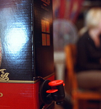 <strong>PAPPVIN:</strong> Fire ganger så mange kvinner drikker mye i aldersgruppen 50 til 70 år. Foto. Rune Myhre