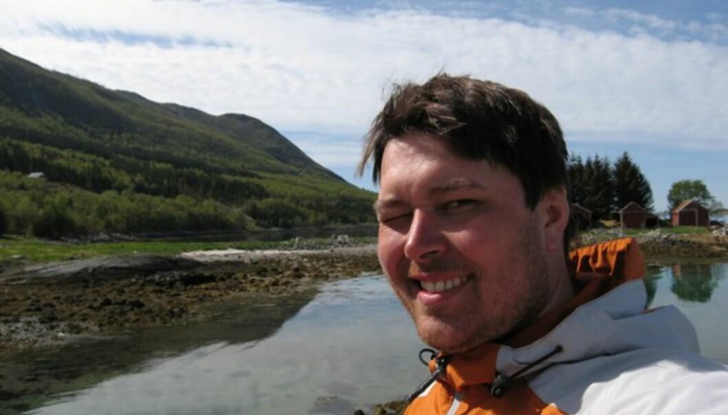 <strong>VARMT:</strong> En bustete Loftås - en av de få gangene noen har klart å ta bilde av ham uten lue og hjelm. Her på fergekaien i Vassdalsvik.