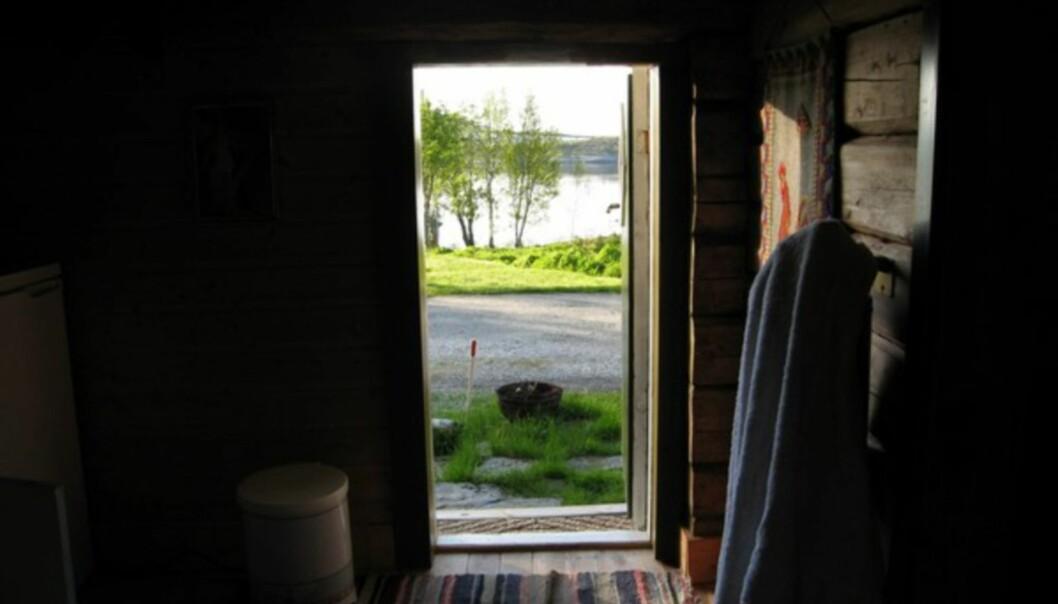 <strong>LAV DØR, PEN UTSIKT:</strong> Upåklagelig utsikt fra den lille stua jeg skal sove i i natt.
