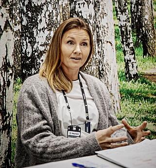 KONTROLL: Hanne Finanger leder «Prosjekt November». Hun forteller om jenter som ikke får lov til å ha egen e-postadresse og om foreldre som krever å lese tekstmeldingene døtrene får. Foto: Jørn H. Moen / Dagbladet