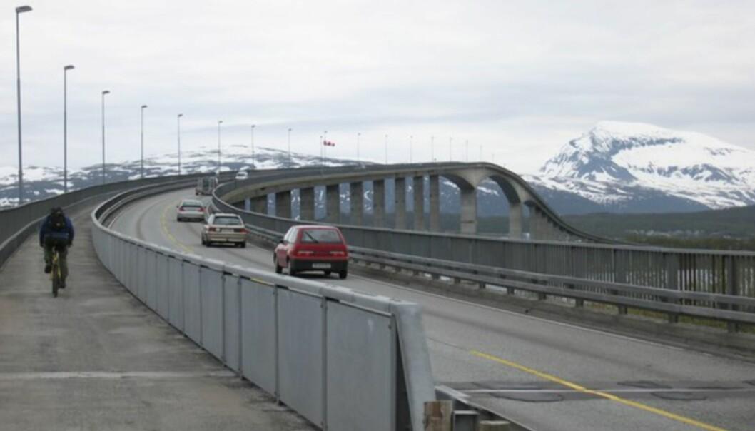 <strong>KJØLIG I TROMSØ:</strong> Her er det ikke langt igjen. Sandesundbroen mellom Kvaløya og Tromsøya. Det blåste svært kraftig, og vinden var iskald. Minnet mer om mars enn juni!