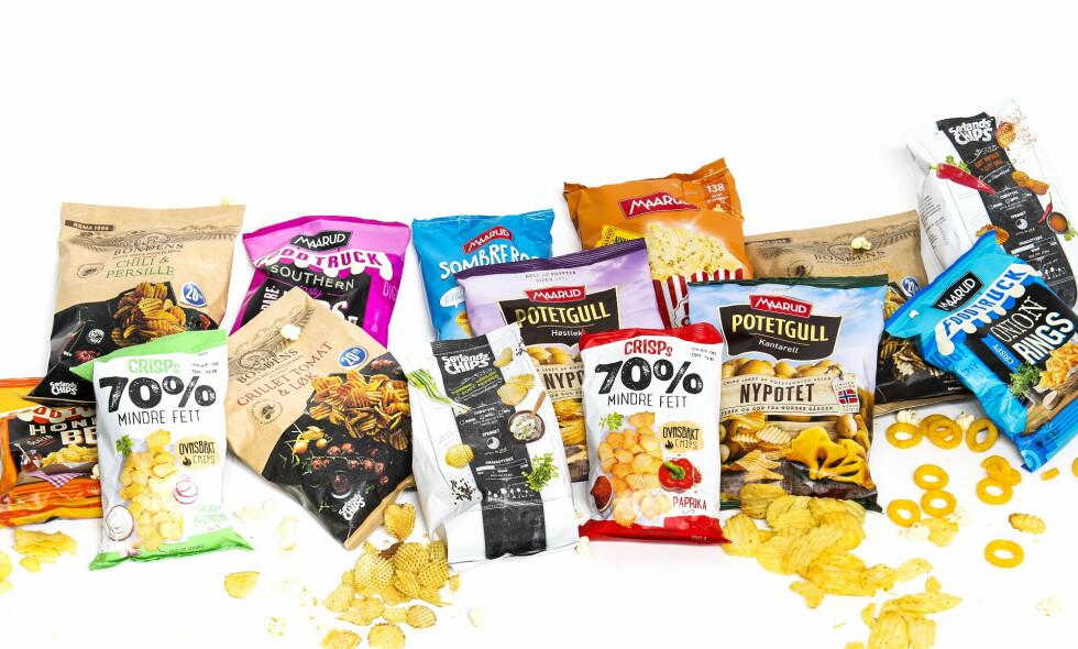 NYE GODBITER: Vi har smakt oss gjennom høstens nye snacks og potetgull.