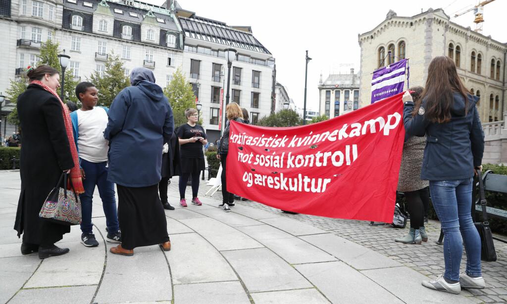 MARKERING: 23. september i år arrangerte Kvinnegruppa Ottar og Sekulær Feministisk Front markeringen «Ingen ære i æresdrap! Kamp mot sosial kontroll og æreskultur». Foto: Torstein Bøe / NTB scanpix