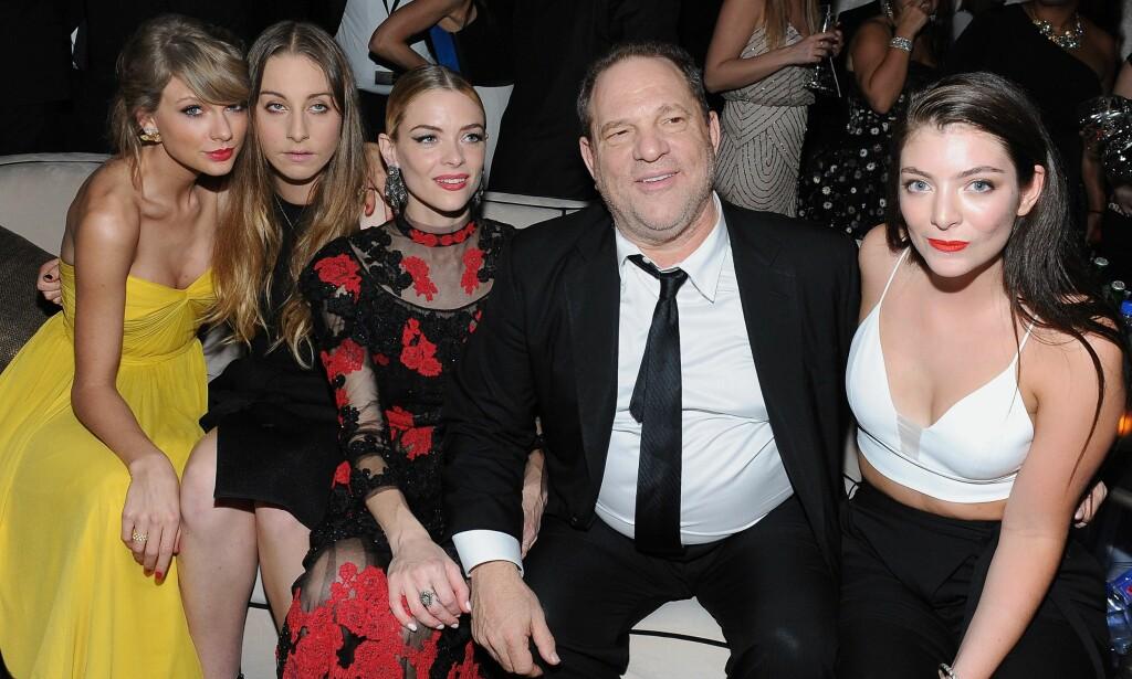 MEKTIG: Harvey Weinstein avbildet på Weinstien Company & Netflix-festen etter Golden Globe-utdelinga i 2015, sammen med Taylor Swift, Este Haim, Jaime King og Lorde. Foto: AFP/ NTB scanpix