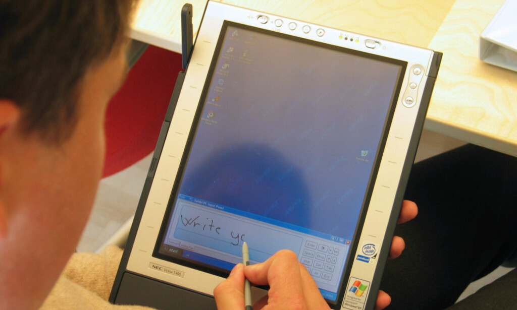 FOR TIDLIG: Åtte år før første iPad, var Microsoft på banen med sin Tablet PC. Men nesten ingen kjøpte den, og produktet ble snart avskrevet som en av mange teknologiske flopper gjennom historien. Foto: Bjørn Eirik Loftås