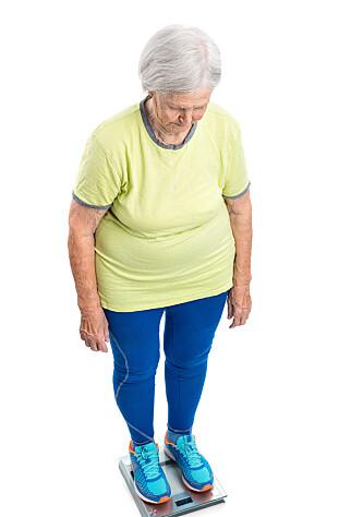 <strong>SKAMBELAGT:</strong> Å gå på vekta og bestemme seg for å gå ned noen kilo kan være vanskelig. Å granske eget alkoholforbruk kan være enda vanskeligere, særlig for kvinner. Foto: SHUTTERSTOCK/NTB SCANPIX