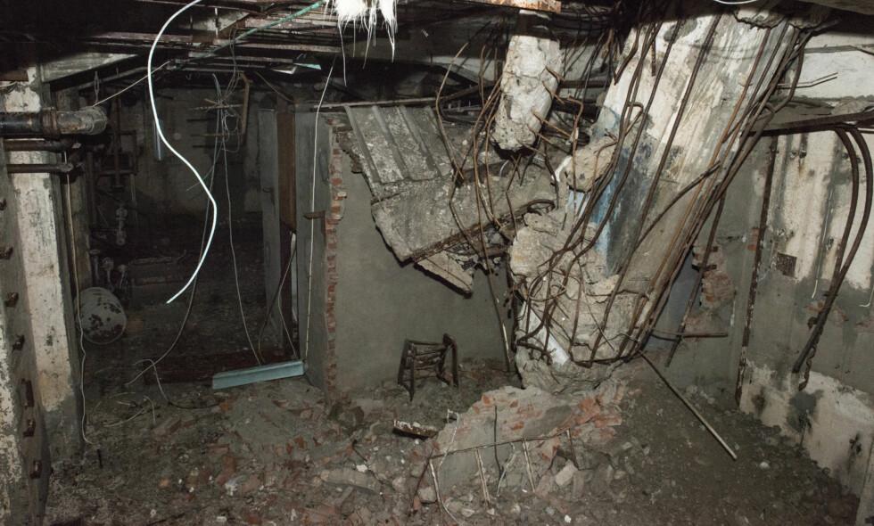 SLIK SER DET UT: Den legendariske tungtvannskjelleren på Vemork ble sprengt under andre verdenskrig. Så ble fabrikken som sto over den destruert i 1977. Slik ser den ut i dag. Foto: Ingelinn Kårvand/NIA