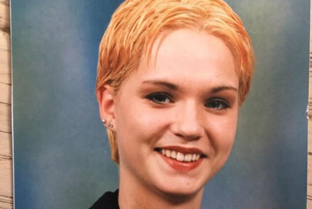 KORT HÅR: Marna er kjent for sine lange, blonde lokker. Hun sier selv at hun var i en alderskrise da dette bildet ble tatt i 1996. Foto: Privat