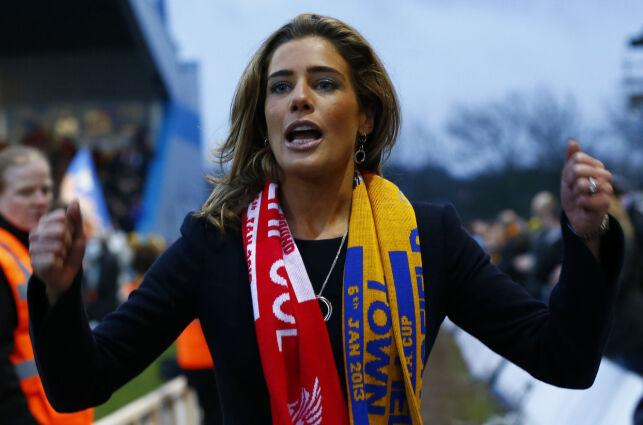 image: Carolyn er én av få kvinner med toppjobb i engelsk fotball: - Folk kalte meg bimbo