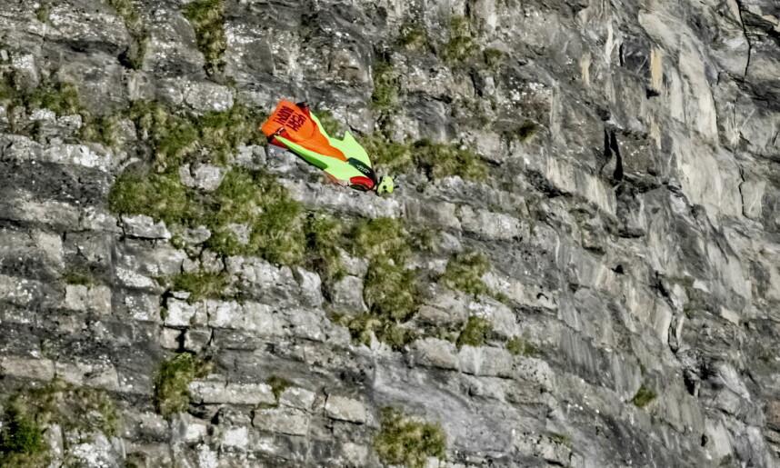 Felix Lorentzen flying along a mountain wall in Kandersteg, Switzerland. Photo: Jørn H. Moen / Dagbladet