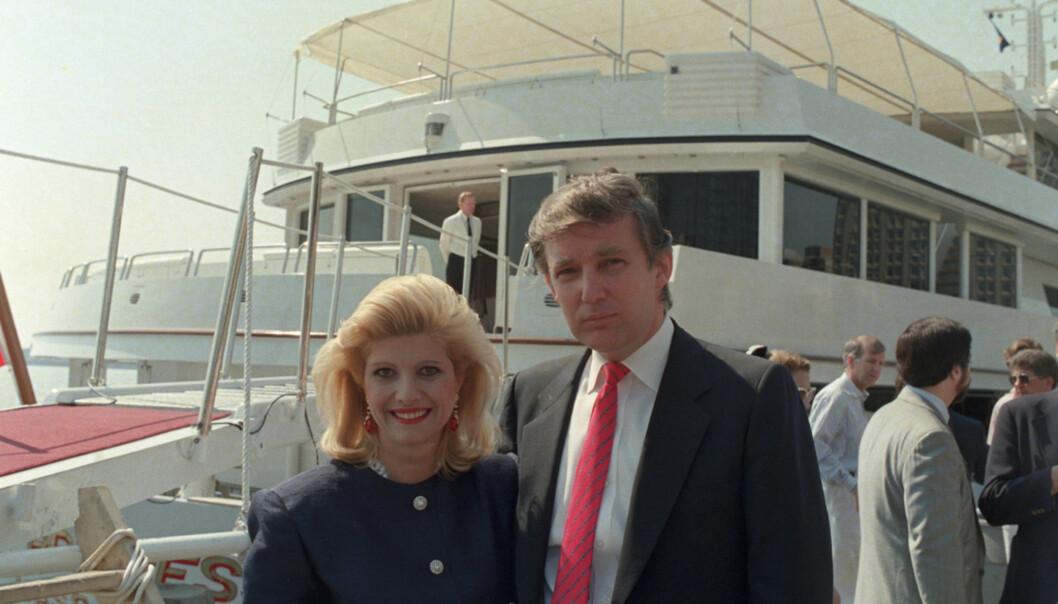 <strong>FØRSTE KONA:</strong> Donald Trump sammen med sin første kone, Ivana, 4. juli 1988. Foto: AFP