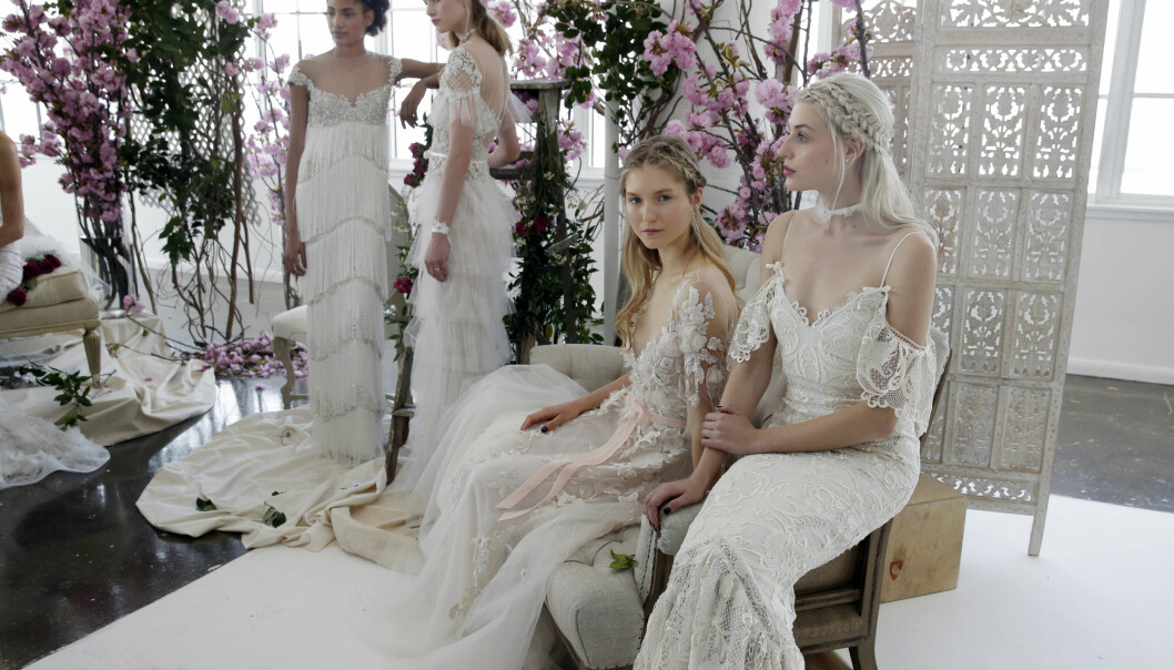BRUDEKJOLER 2018: Skal du eller en du kjenner gifte seg neste år? Her er de hotteste brudekjolene for 2018! FOTO: NTB scanpix
